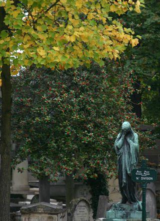 Autumn colours at Pére Lachaise